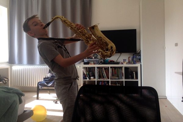 Me playing and my neighbors ears dying (1)